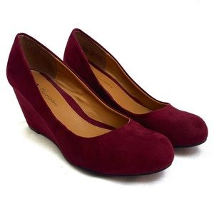 CL by Laundry Nima Burgundy Pumps